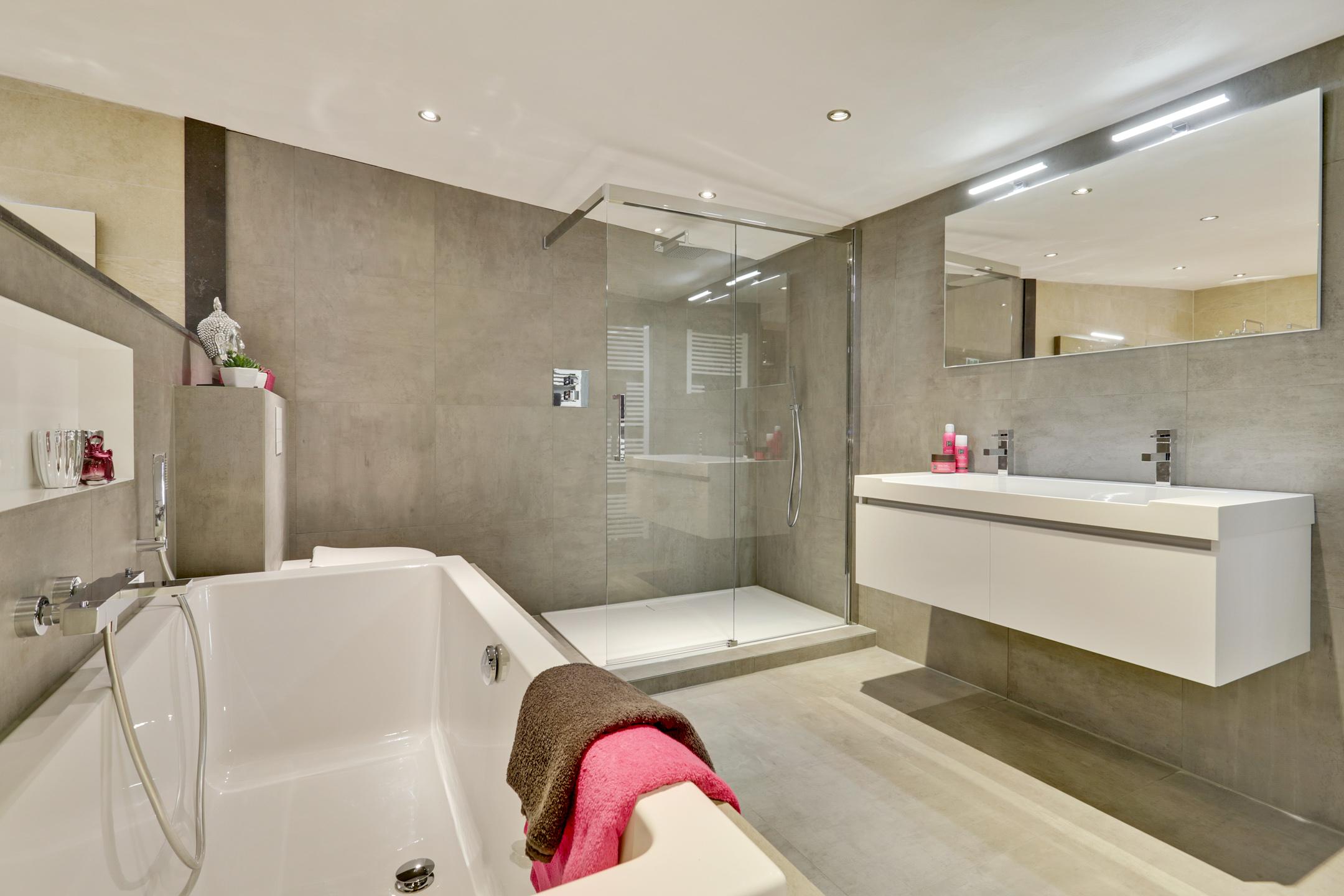 Complete Badkamer Voor : Complete badkamer stone